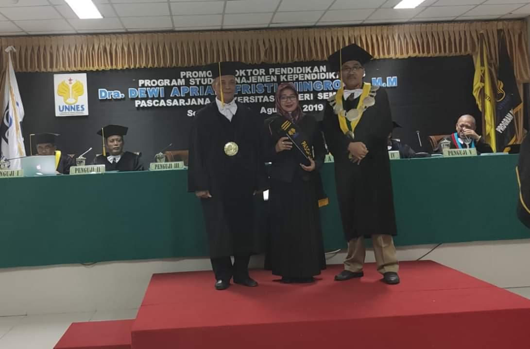 Promosi Doktor Pendidikan UNNES (Universitas Negeri Semarang) atas nama Dr. Dewi Apriani FR, M.M
